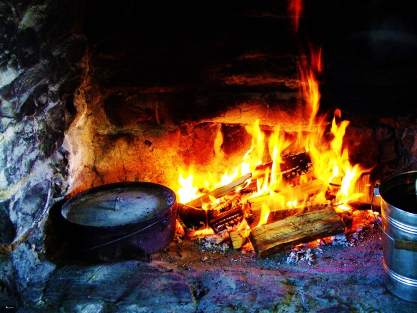 open hearth cooking fireplace